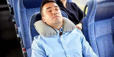mejor almohada de viaje cervical